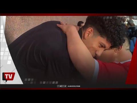أمح الدولي يداعب لاعبي الأهلي لحظة وصوله ستاد الإسكندرية.. وتحية خاصة لعمار حمدي