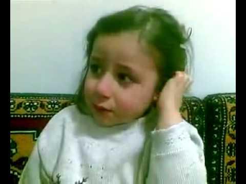 Mustafa Gitti Bok Gibi Kızlara Sarıldı