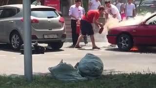 В Алматы около Атакента загорелась машина