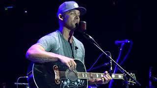 BRETT YOUNG - CAN'T SLEEP WITHOUT YOU - MANCHESTER ARENA, UK - 04/10/2017 - 3RD ROW VIEW