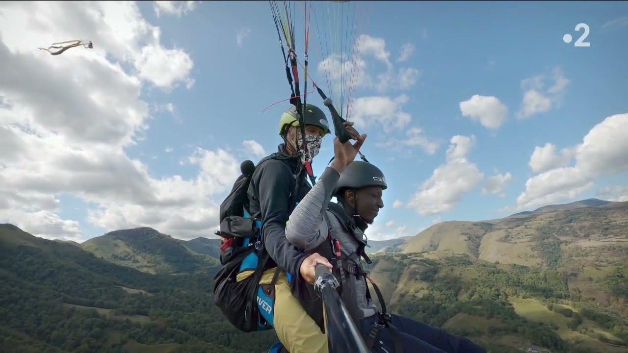 Nos terres inconnues - Avec Ahmed Sylla dans les Pyrénées [Extrait en parapente !]