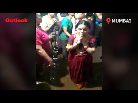 तेज हवा के साथ मुंबई में भीषण बारिश, लोगों से घरों में रहने की अपील