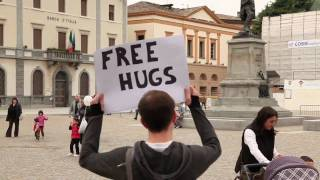 Alexandra Burke - Hallelujah (Free Hugs In Sondrio, Italy)