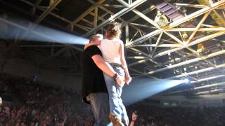 "Rascal Flatts Bring Girls on Stage ""Life is a Highway"""