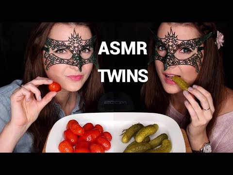 АСМР ИТИНГ БЛИЗНЯШКИ Соленья *ЗВУКИ ЕДЫ*/ASMR Mukbang Pickles TWINS EATING SOUNDS