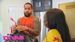 Jimmy Uso catches Naomi with junk food: Total Divas Preview Clip, Oct. 3, 2018