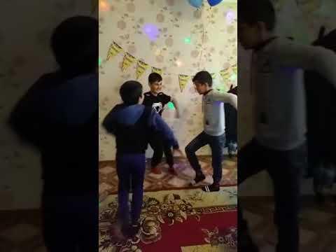 Вот это таджик танцует лезгинку