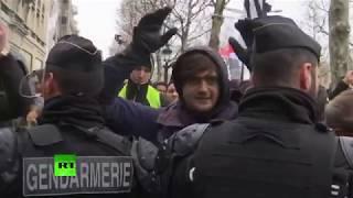 В Париже проходят новые акции протеста «жёлтых жилетов» — LIVE