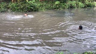 Unbelievable Cast Net Fishing Underwater vs. River Monsters