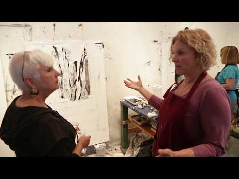 Suzanne Jacquot teaching an Abstract Art Workshop in Santa Fe, New Mexico.