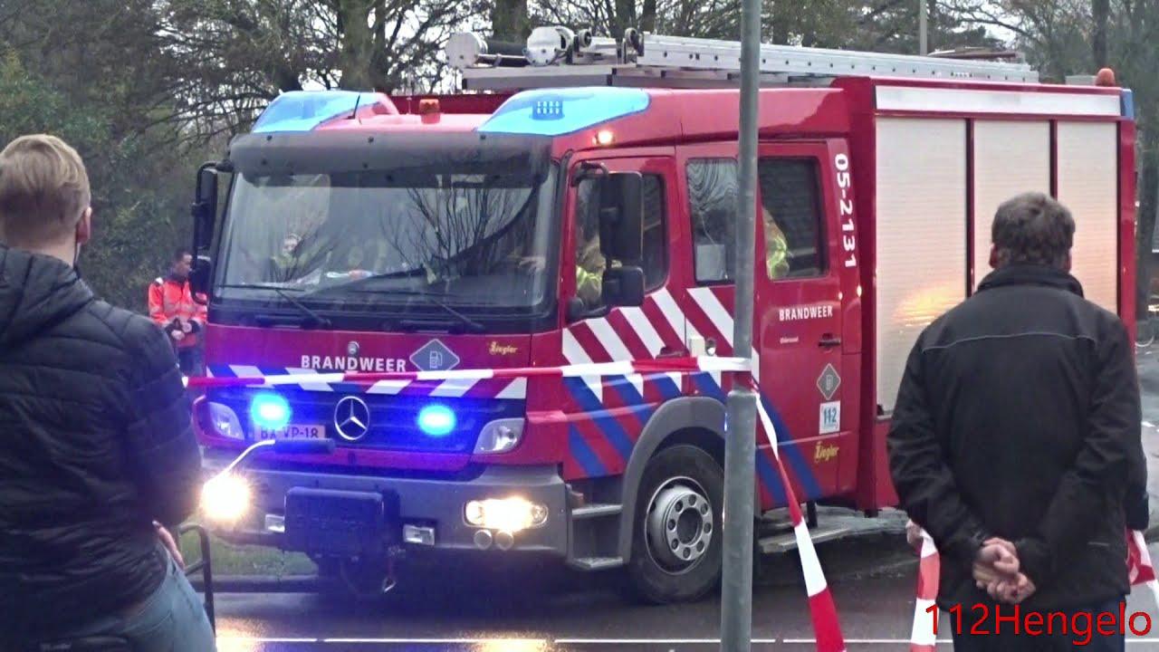(grote brand) Brandweer Oldenzaal en Borne komen aan bij grote brand in Hengelo.
