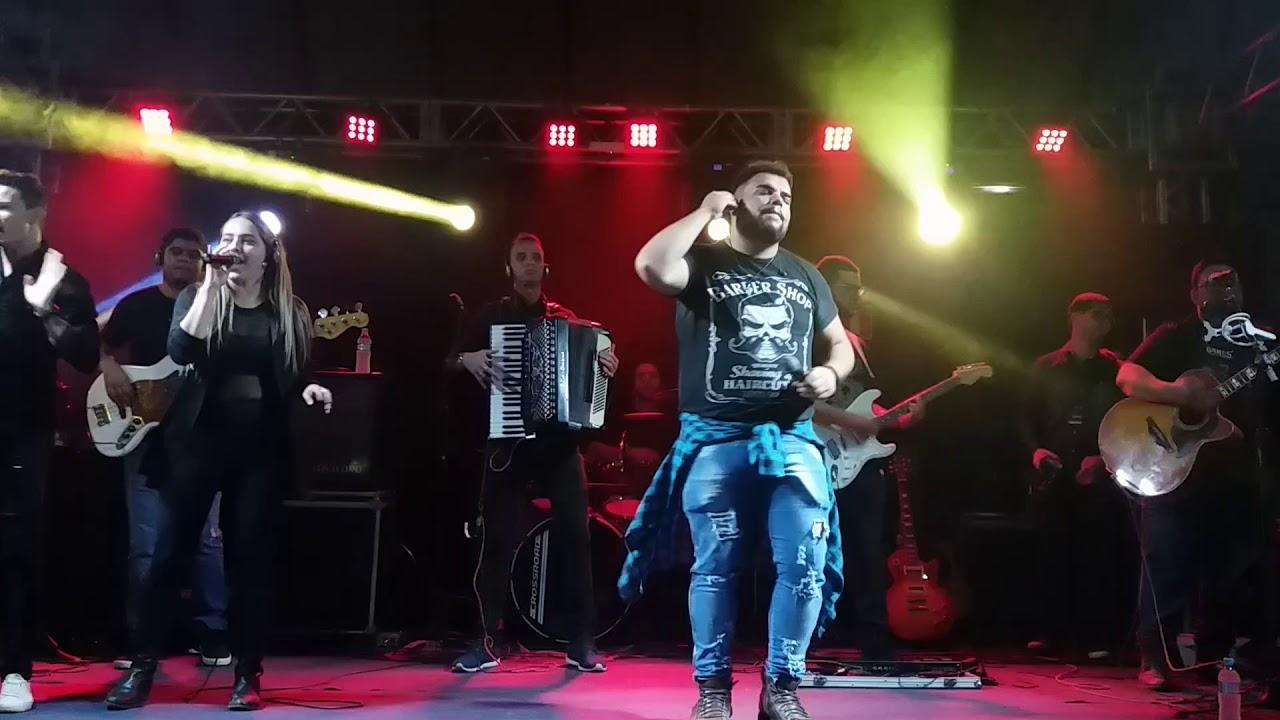 Quem faz toda a agitação nas Barracas Universitárias é o cantor Lucas Biel