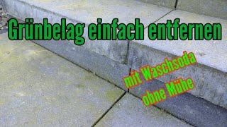 Grünbelag entfernen mit Soda auf der Terrasse Pflastersteine reinigen mit Waschsoda