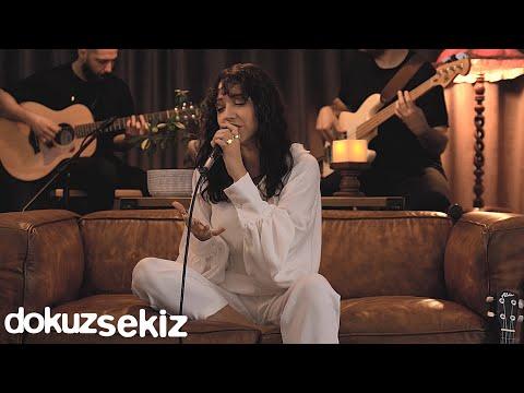 Zeynep Bastık - Eksik Bir Şey (Ezginin Günlüğü 40 Yıllık Şarkılar) (Official Video) Sözleri