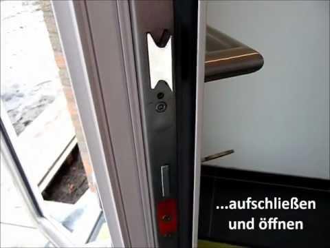 Fingerabdruckscanner und Motorschloss in der Haustür
