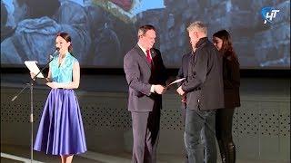 Участники торжеств в честь 75-летия освобождения Великого Новгорода получили награды