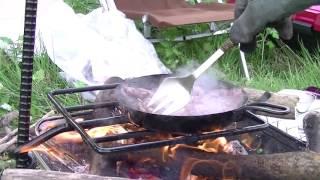 ステーキを焼くスノーピーク焚き火台+キャンプマニアファイヤーハンガー=旨いはず