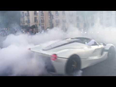 LaFerrari Aperta gây tắc nghẽn đường phố Budapest