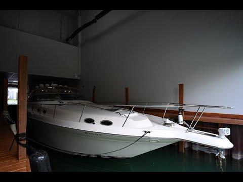 Sea Ray 450 Sundancer video