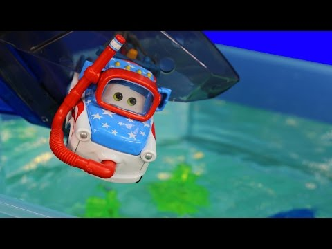 Disney Pixar Cars Toons Mater Swims with Fish & Sharks Hexbug Auquabot 2.0 Lightning McQueen