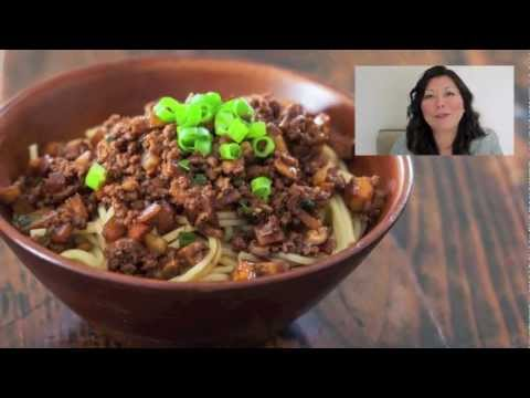 Taiwanese Noodles with Meat Sauce Recipe (or Taiwanese Spaghetti!)