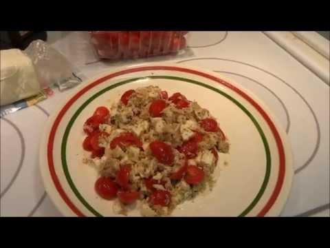 США. Простой салат с тунцом и моцареллой.