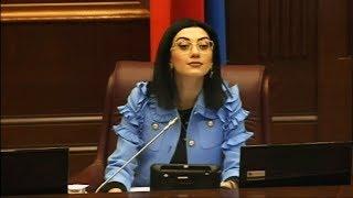 Արփինե Հովհաննիսյանը հրավիրում է, բայց Խոսրով Հարությունյանը ամբիոնին չի մոտենում