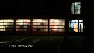 preview picture of video 'Helmblaulichter für bessere Sichtbarkeit von Einsatzkräften'