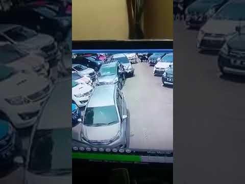 Kecelakaan 10 Mobil di Parkir / 10 Car Accident at Parking Lot