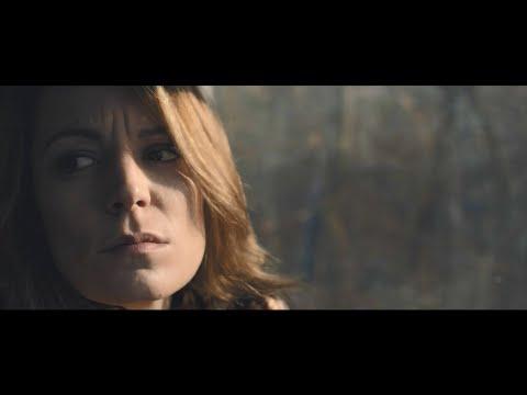 Актрисата се снима в новия клип на бандата Hellion Stone