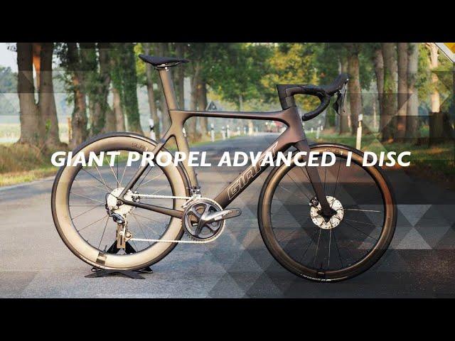 Видео Велосипед Giant Propel Advanced 1 Disc Matte Carbon/Gloss Rainbow