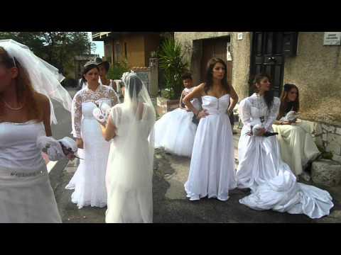 Sposa Sexy in calze a rete bianca - giarettiere e manette rosa : video bellissime ragazze