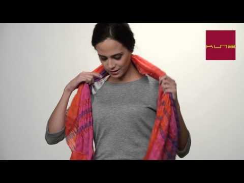 Anleitung zum tragen von Schals aus Baby Alpaca von Kuna