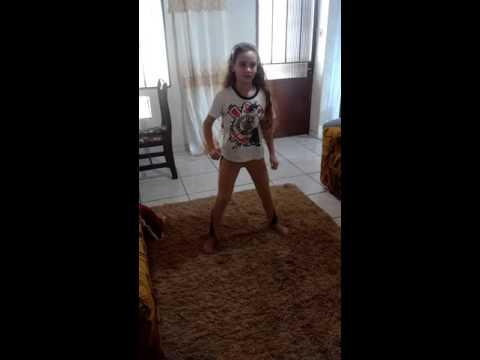 Lauriana dançando água na boca