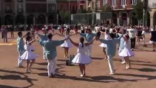 preview picture of video 'Primera Sardana del 73a Concurs de Colles Sardanistes de Manlleu.'