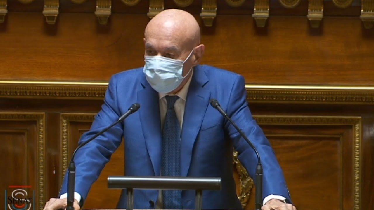 Le sénateur Claude Malhuret dénonce les leaders anti-vax et anti-pass