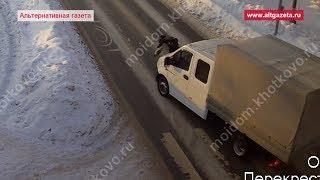 Девушка выбежала на дорогу и попала под грузовичок