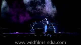 A R Rehman sings 'Chanda Suraj Lakhon Taare' and  'Vande Mataram'