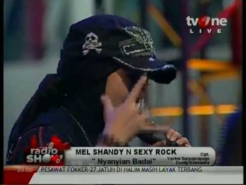MEL SHANDY and SEXY ROCK - Nyanyian Badai & Timur Tragedi @Radio_Show TvOne (HQ)