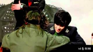 Funny Scene In JungMin Fan Signing Event In Synnara [02-10-11]
