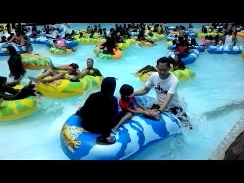 Kolam renang The jungle kolam ombak