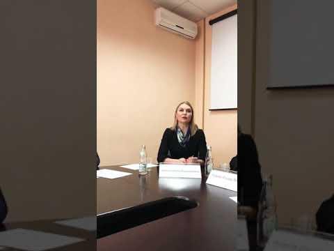 ДЕТЕЙ НА МОРОЗ: ЗА ЧТО? Ирина Волынец на встрече семьями принудительно выселяемых военнослужащих.
