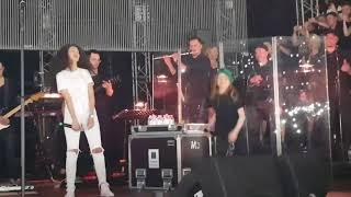 """Анастасия  """"РЕДИСКА""""  Григорьева.  Голос дети поют на концерте Басты."""