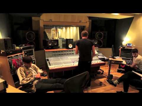 Kaiser Chiefs recording 'I Can't Mind My Own Business'