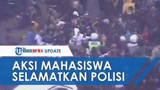 Viral Video Aksi Heroik Mahasiswa Selamatkan Polisi yang Dikepung Pendemo di Bandung, Terekam CCTV