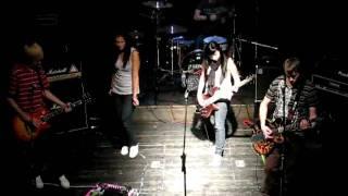 Video Denny a Falling down live Plzeň Můza 2009