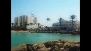 preview picture of video 'Mahdia.Tunisie:courte balade à la nage , en mer à la plage   .AVI'