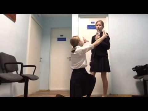 Две девочки на физ-ре