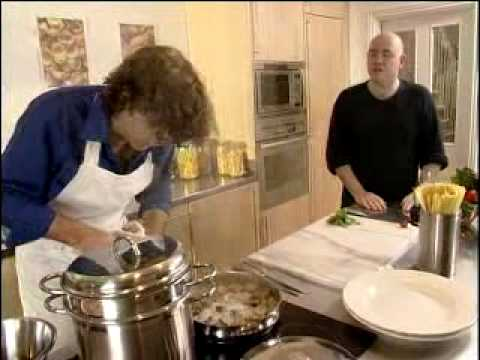 Spaghetti vongole – Pasta Recipes – UKTV Food