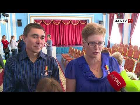 Многодетная семья Лидошан получила награду от губернатора